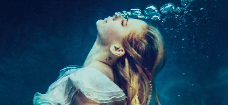"""A cantora Avril Lavigne volta após cinco anos com a música """"Head Above Water"""" - Divulgação"""