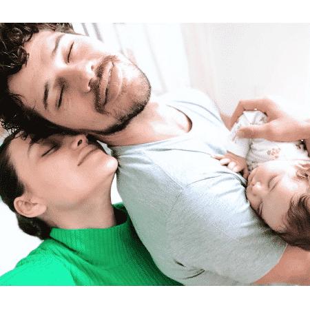 Débora Nascimento e José Loreto com a filha, Bella - Reprodução/Instagram