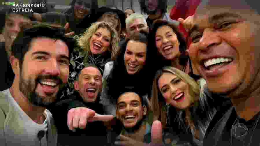 """Os participantes de """"A Fazenda 10"""" no primeiro dia de confinamento  - Reprodução/RecordTV"""