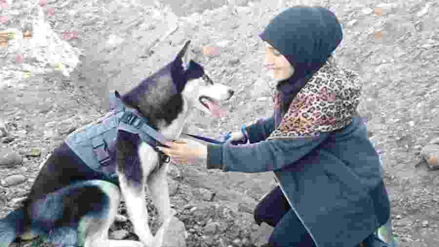 Sahba Barakzai amava sua cachorra, um husky siberiano de sete meses chamado Aseman - Sahba Barakzai
