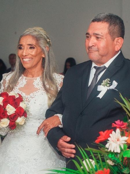 Helena e o marido, durante a cerimônia em junho passado - Arquivo Pessoal