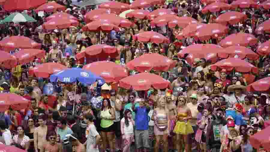 Multidão se aglomera no bloco Sargento Pimenta - Ricardo Borges/UOL