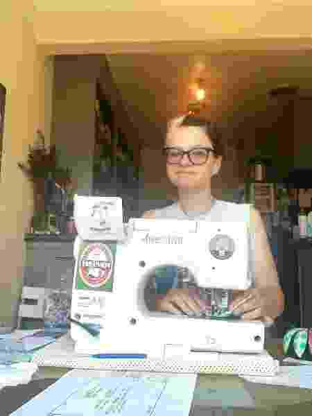 Jenny Lind Bryant e sua máquina de costura - Fernanda Ezabella/UOL
