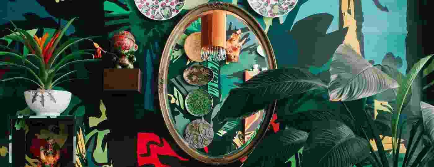 Em papeis de parede, objetos de decoração, lambe-lambe, tecidos e mais: tropicalismo multiplataforma - Reprodução/@takeuchiss
