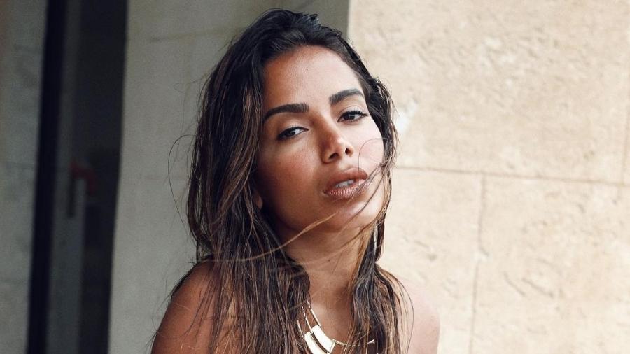 Dois meses após assumir o namoro com o bilionário Michael Chetrit, Anitta diz que não está apaixonada - Reprodução/Instagram