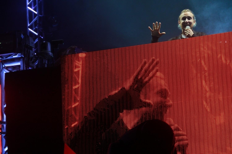 16.jan.2016 - O DJ francês David Guetta se apresenta no Riocentro, no Rio, com set do disco