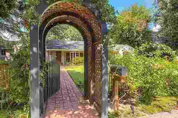 O imóvel tem mais de 1.400 metros quadrados e está localizado em uma área nobre da Califórnia - Reprodução/theopenhouse.com