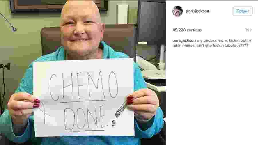 Debbie Rowe, ex de Michael Jackson, comemora fim da quimioterapia em foto postada pela filha, Paris Jackson - Reprodução/Instagram/parisjackson