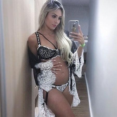 Ex-BBB Leticia Santiago posa de lingerie aos oito meses de gravidez - Reprodução/Instagram/le_santiago