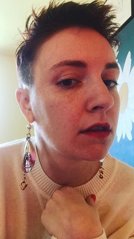 Lena Dunham exibiu os fios curtíssimos  - Reprodução/Instagram
