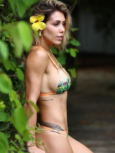 Bella Falconi prefere um modelo cortininha com desenho tropical - Reprodução/Instagram