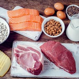 A dieta cetogênica prevê um alto consumo de gordura e de proteína e uma baixa ingestão de carboidratos