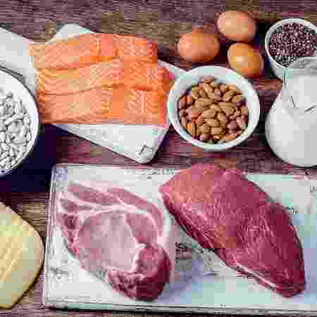 Em um estudo, pessoas que aderiram a uma dieta com pouco carboidrato e rica em proteínas e gorduras queimaram em média 209 calorias a mais - iStock