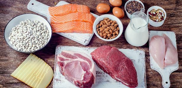 Dieta low-carb faz corpo gastar mais calorias e ajuda a manter peso perdido