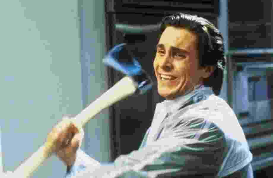 """Christian Bale em cena de """"Psicopata Americano"""" - Divulga"""