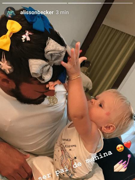 Alisson Becker brinca com a filha, Helena - Reprodução/Instagram