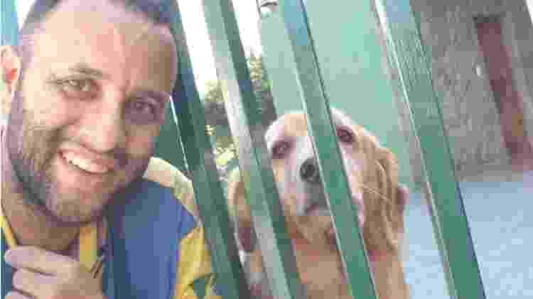Angelo gosta de tirar selfies com os cachorros com quem faz amizade - Arquivo pessoal - Arquivo pessoal