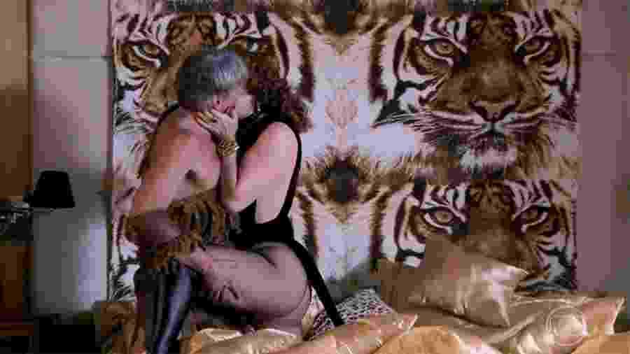Claudia Raia mostra corpão em cena quente de Lidiane com Quinzão em Verão 90 - Reprodução/Globo