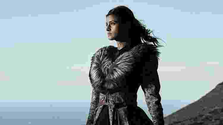 Yennefer é vivida pela atriz Anya Chalotra, de ascendência indiana - Divulgação/Netflix