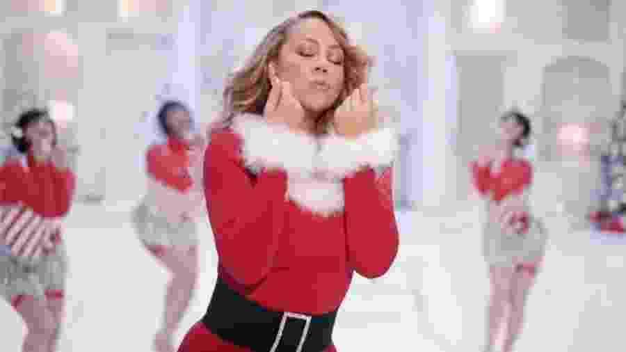 Mariah Carey em novo clipe de All I Want For Christmas is You, feito em comemoração aos 25 anos da música - Reprodução/Yotube