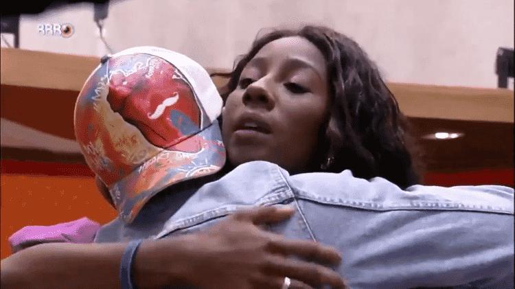 BBB 21: Camilla abraça Rodolffo antes de eliminação - Reprodução/Globoplay - Reprodução/Globoplay