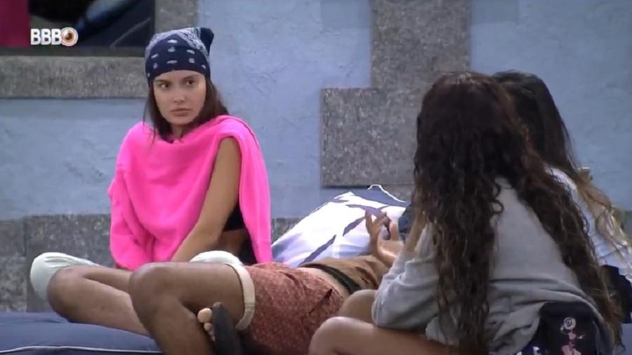 BBB 21: Thaís e Juliette se estranham em papo sobre big fone - Reprodução/Globoplay