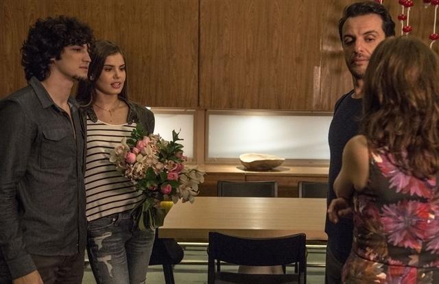 Alex fica com ciúme de Angel com Guilherme