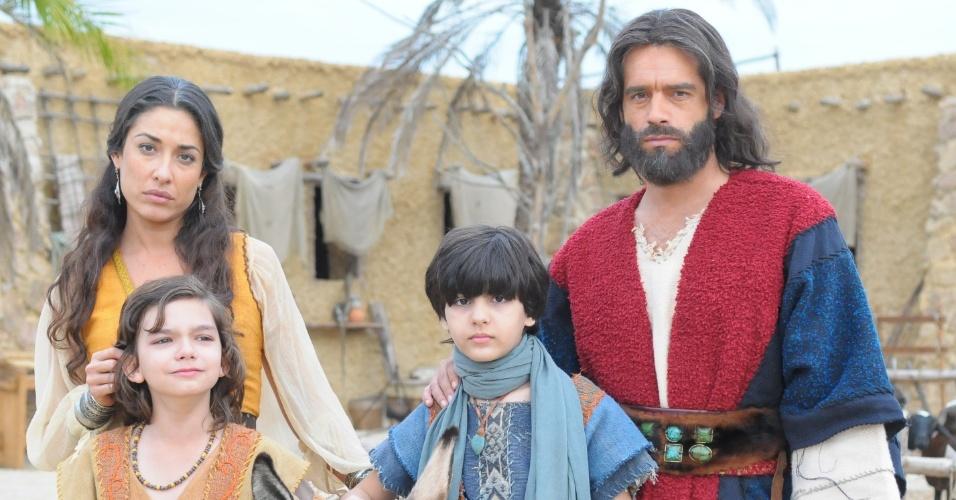 Moisés e Zípora tem dois filhos. Pai dedicado e amoroso, ele faz questão de estar com os filhos o tempo todo e ensinar às crianças o pastoreio e a arte da defesa, assim como aprendeu quando era um príncipe no Egito