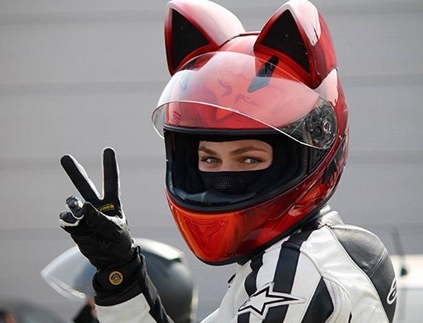 As orelhinhas são feitas de fibra de vidro e, segundo a empresa, não oferecem risco para os motociclistas em caso de acidente - Divulgação