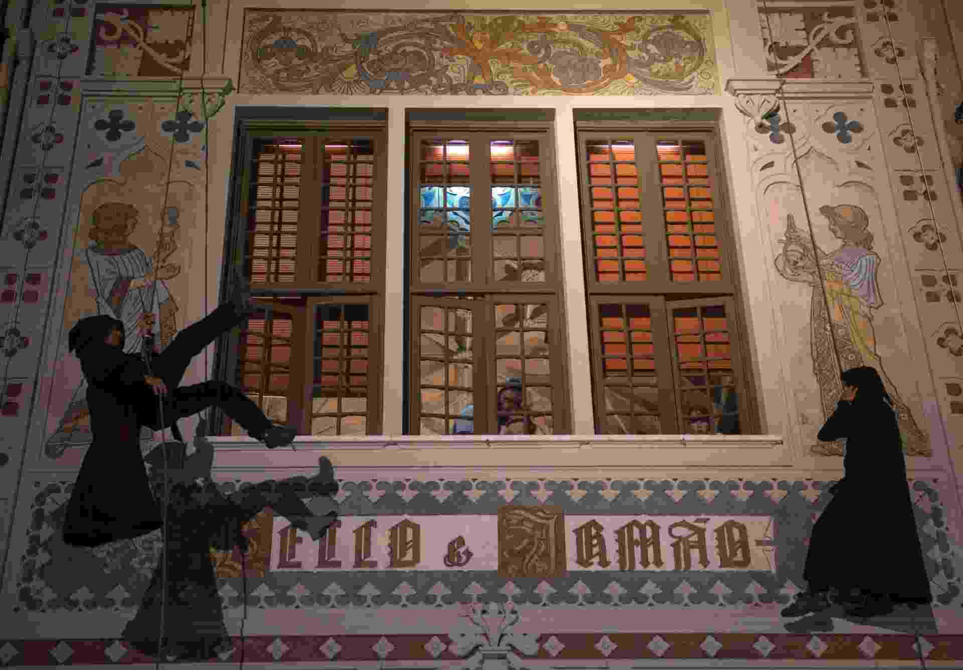 A livraria Lello, no centro histórico do Porto, em Portugal, inspirou a escritora J.K. Rowling a criar o universo do bruxinho Harry Potter - Miguel Riopa/AFP