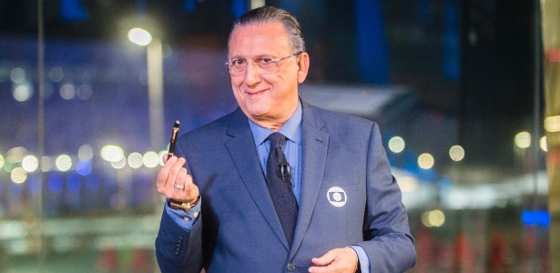 Galvão exibe sua caneta da sorte, convocada anteriormente para três Copas do Mundo - João Miguel Junior/TV Globo