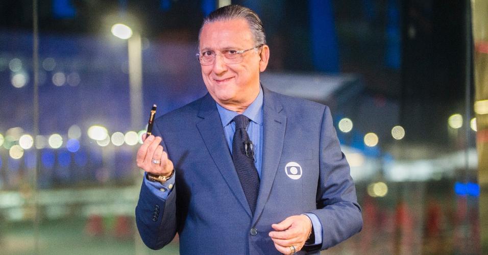 Galvão exibe sua caneta da sorte, convocada anteriormente para três Copas
