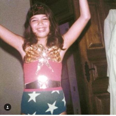 Luciana Gimenez compartilha foto de infância vestida de Mulher-Maravilha - Reprodução/Instagram/lucianagimenez