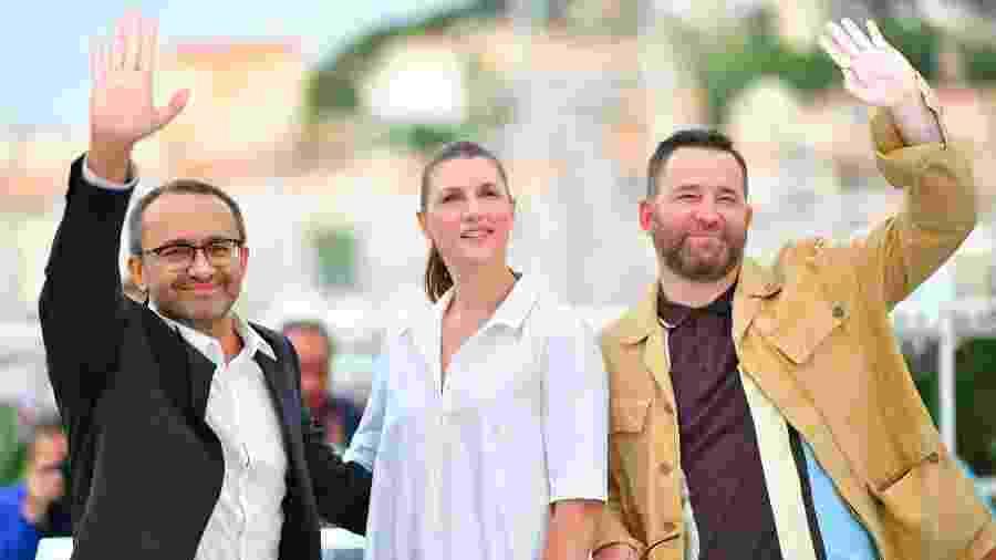 """O diretor russo Andrey Zvyagintsev ao lado dos atores Maryana Spivak e Alexey Rozin, protagonistas de """"Loveless"""", em Cannes - AFP PHOTO / LOIC VENANCE"""