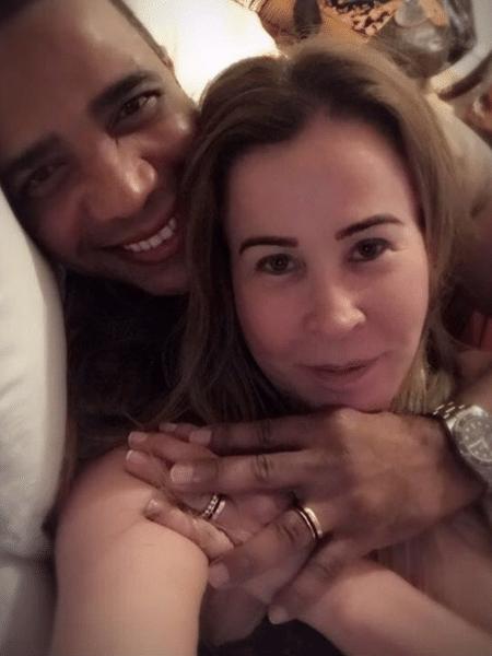Zilu Camargo e o noivo mostram alianças - Reprodução/Instagram/zilucamargooficial
