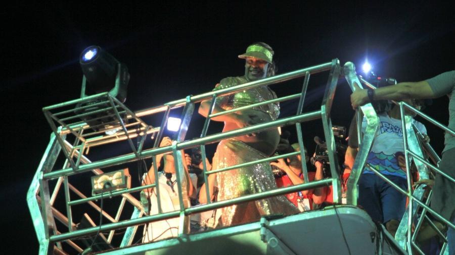 Márcio Victor, cantor da banda Psirico, se veste de Ivete Sangalo - Thiago Martins/AgNews