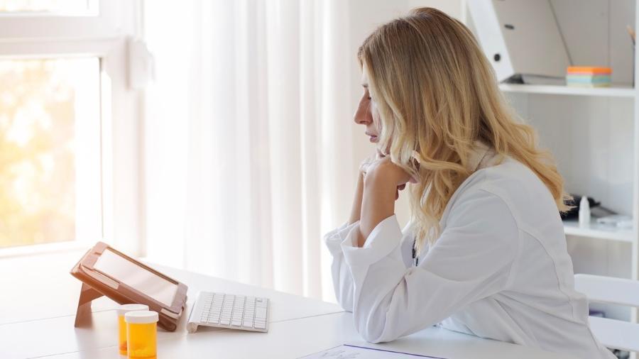 Sessão de terapia online - iStock
