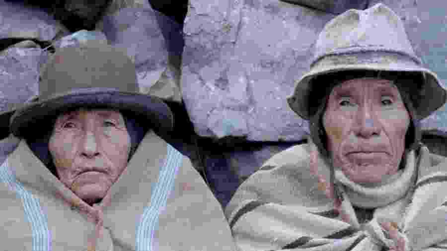 Rosa Nina (esq.) e Vicente Catacora interpretam Phaxsi e Willka em Winaypacha - BBC