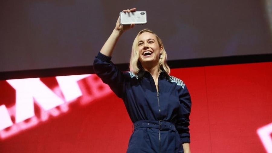 Brie Larson filma fãs da Marvel em painel na CCXP - Iwi Onodera/UOL
