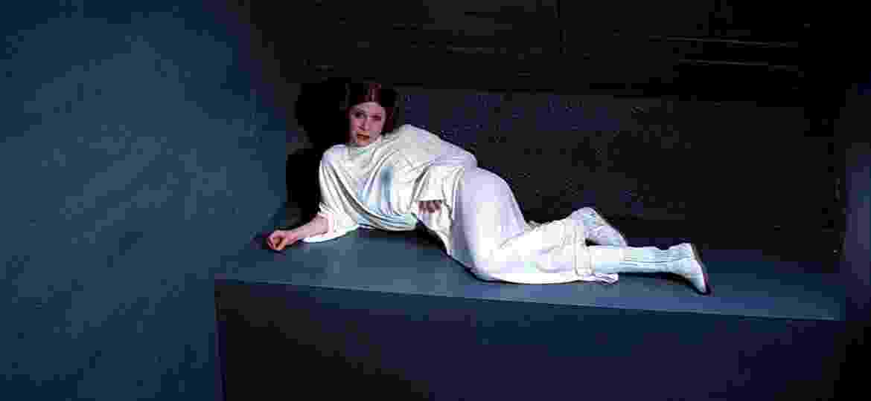 """Carrie Fisher em """"Star Wars: Episódio IV - Uma Nova Esperança"""" (1977) - Divulgação"""