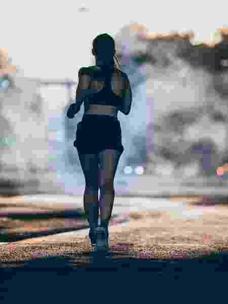 Com a baixa umidade do ar o desempenho físico reduz e é comum o atleta sofre um cansaço precoce - iStock
