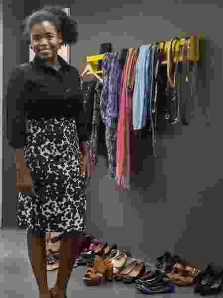 Maiara Souza, 23, com o visual de trabalho que montou no Look de Respeito, iniciativa que recolhe doações de roupas corporativas e repassa para mulheres de baixa renda - Divulgação