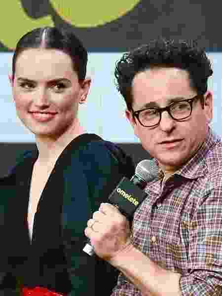 Daisy Ridley e J.J. Abrams no painel de Star Wars na CCXP - Iwi Onodera/UOL