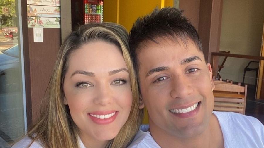 Tania Mara e o sertanejo Tiago terminaram o relacionamento após cirurgia íntima do cantor - Reprodução/Instagram