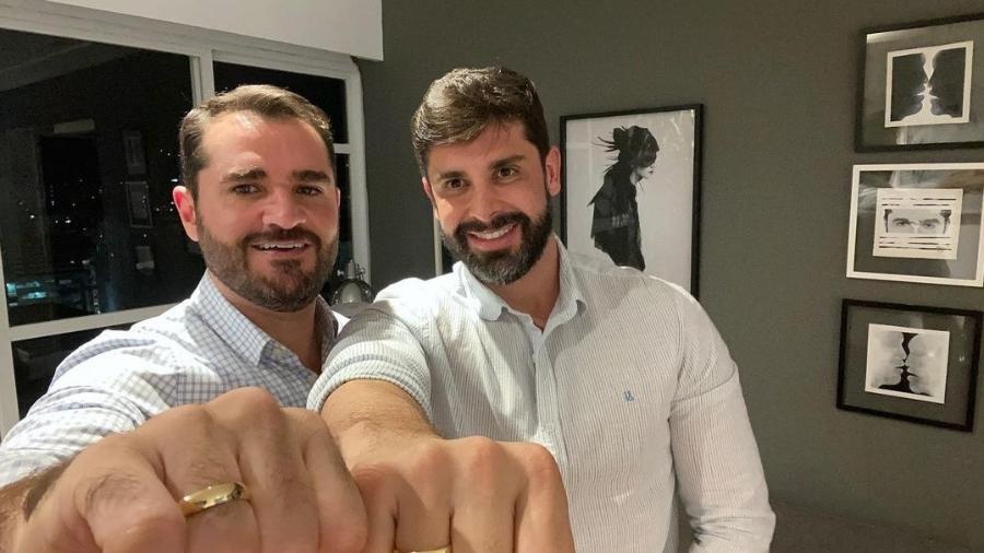 Marcelo Cosme ao lado do noivo, Frankel Brandão - Reprodução: Instagram