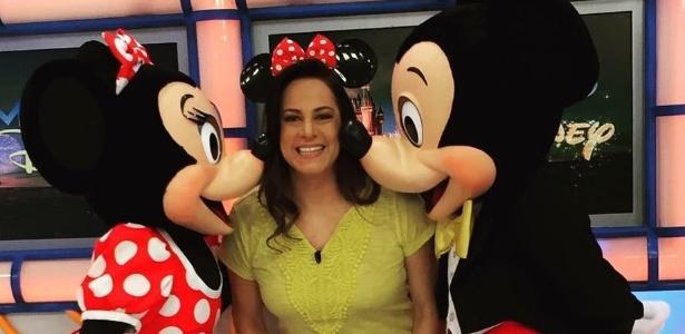 """Silvia Abravanel ganha um beijo de despedida de Minnie e Mikey, durante o """"Bom Dia & CIA"""" de sexta (28)"""