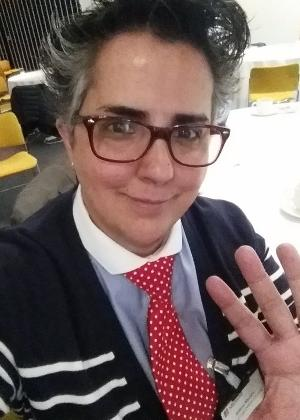 Helena Martins, 43, gosta de usar o acessório por combinar com a sua personalidade - Reprodução/Twitter/@helkombi