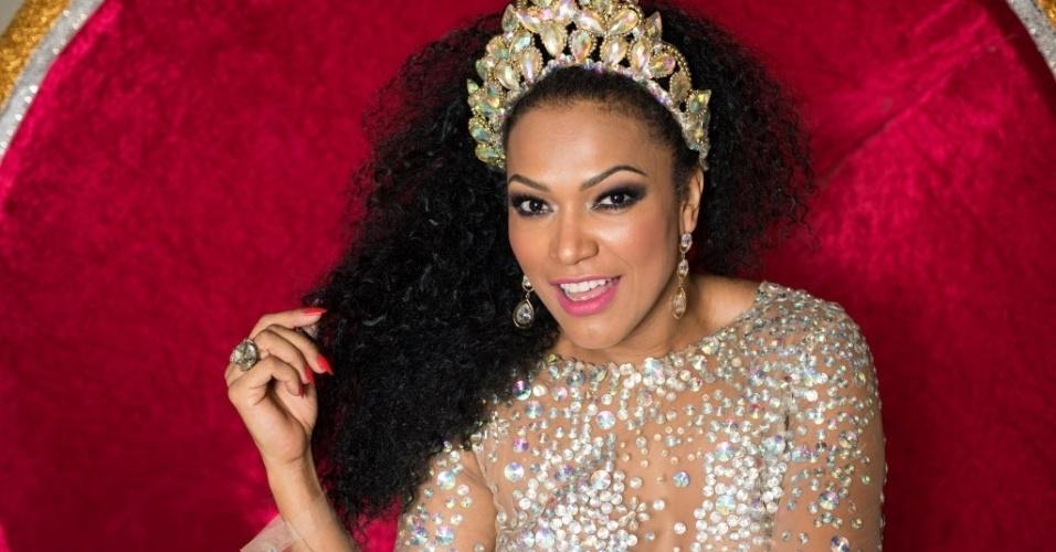 Pela quinta vez seguida, Simone Sampaio entra na avenida como rainha da bateria da Dragões da Real