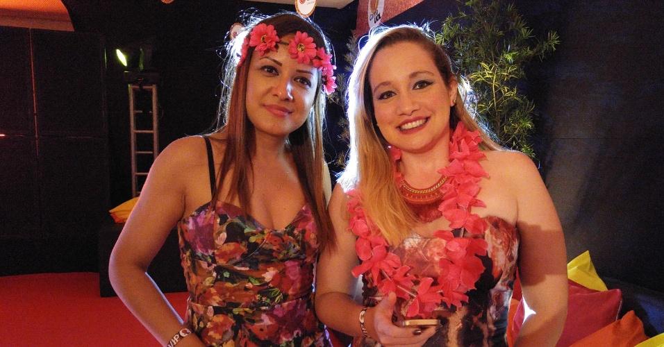 5.fev.2016 - Colares e tiras de flores enfeitam as folionas do carnaUOL