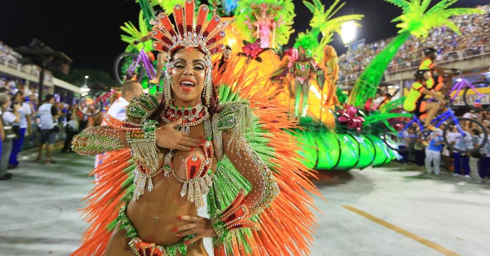 7.fev.2016 - Destaque da União da Ilha, que mostrou deuses do Olimpo conhecendo o Rio de Janeiro, sede das Olimpíadas 2016